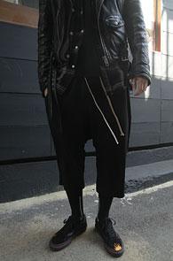 Black Crop Wrinke Pants<Br>7부 기장의 크롭배기팬츠<br>트렌디한 실루엣 편한 활동성