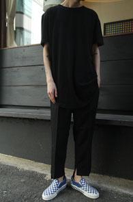 Black Mix T-Shirts<br>앞판과 뒷판의 다른 소재<br>유니크한 디자인의 티셔츠