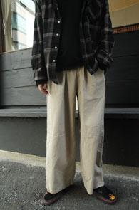 Beige Cotton Banding Wide Pants<Br>베이지컬러, 코튼소재<br>밴딩 디테일의 와이드 팬츠