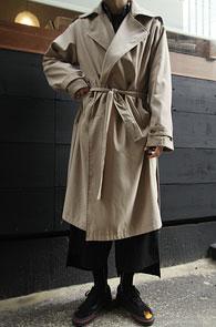 Beige Belt Trench Coat<br>베이지컬러, 벨트 디테일<br>적당히 여유있는 실루엣의 트렌치코트