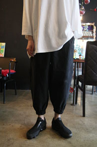 Black Washing Jogger Pants<br>블랙컬러, 워싱된 소재<br>여유있는 실루엣의 조거 팬츠