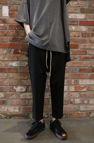 black Zipper tr baggy pants<br>블랙컬러 포켓 지퍼 디테일<br>배기핏의 편안한 착용감