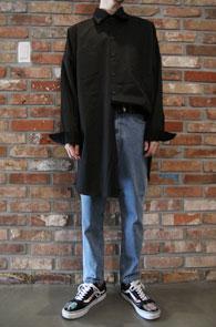 Over Fit Long Shirts<Br>박시한 핏감, 롱한 기장감<br>사이드 트임 디테일의 롱셔츠