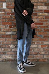 Light Blue Side Line Denim Pants<Br>사이드부분의 라인 디테일<br>여유있는 실루엣의 데님팬츠